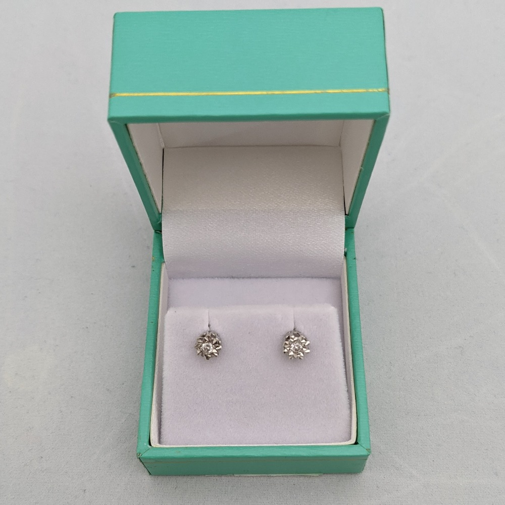 Product photo for 0.88g 9ct YG and dia on star on white stud earrings