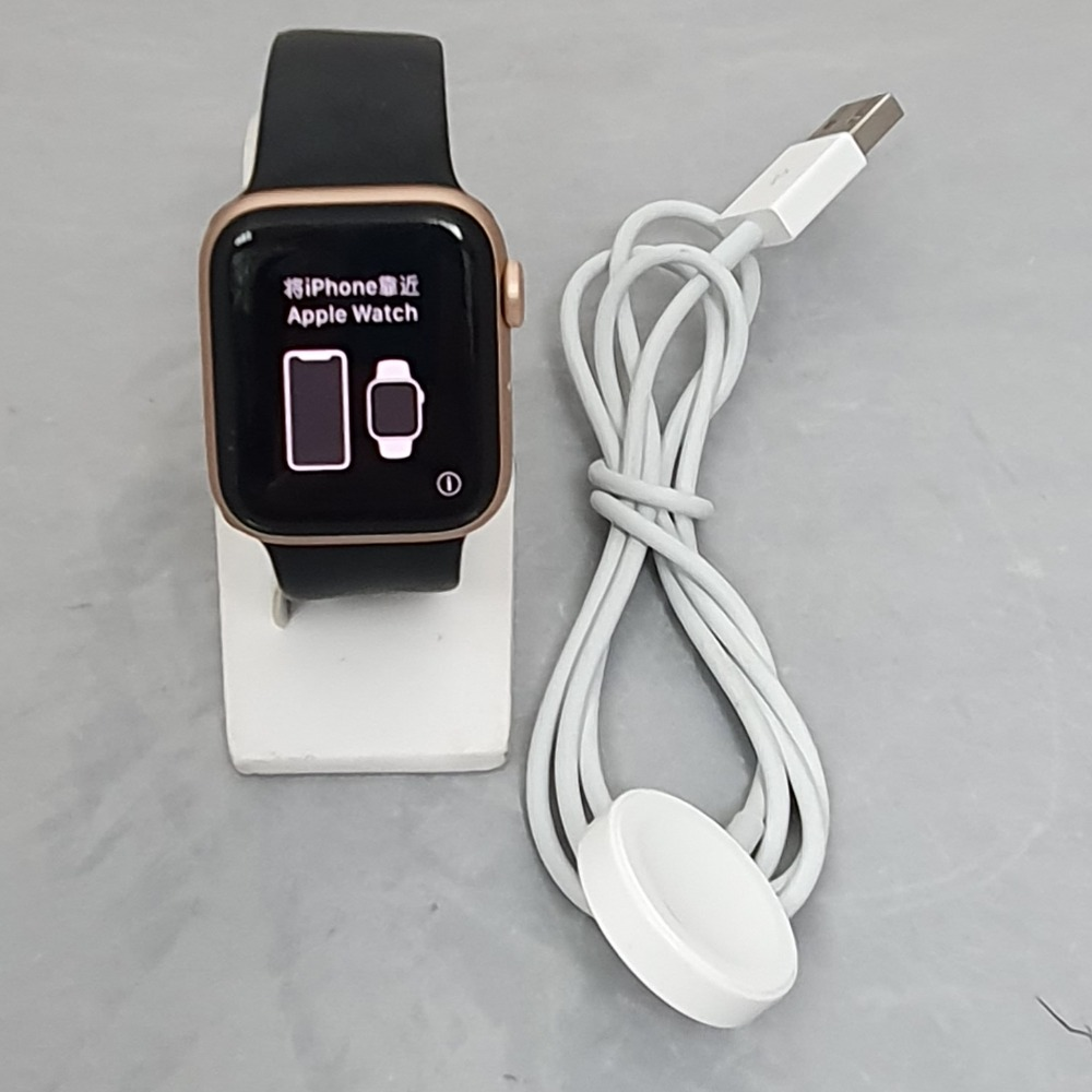Product photo for Apple Watch Series 5 40mm