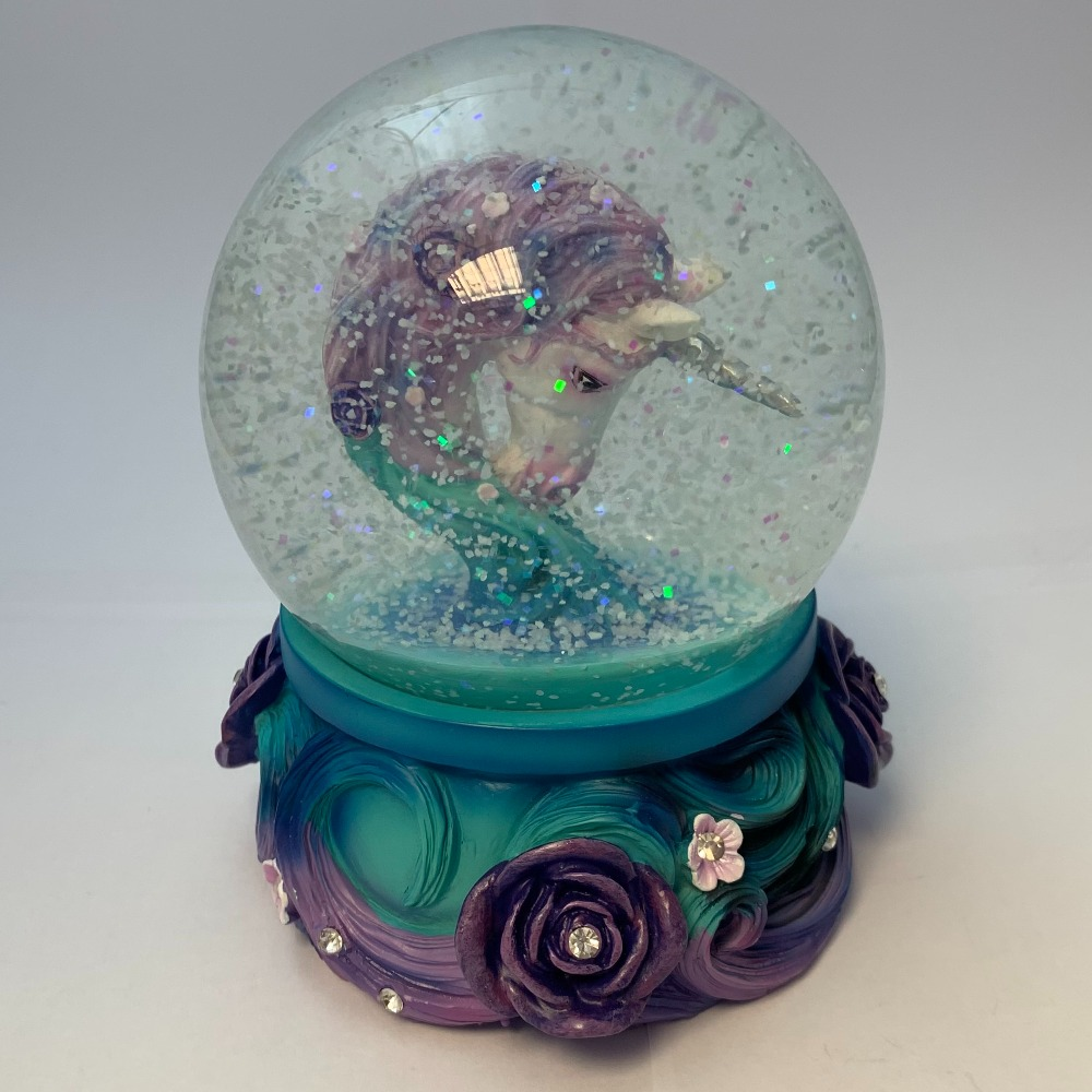 Product photo for Snow globe -  Pure elegance