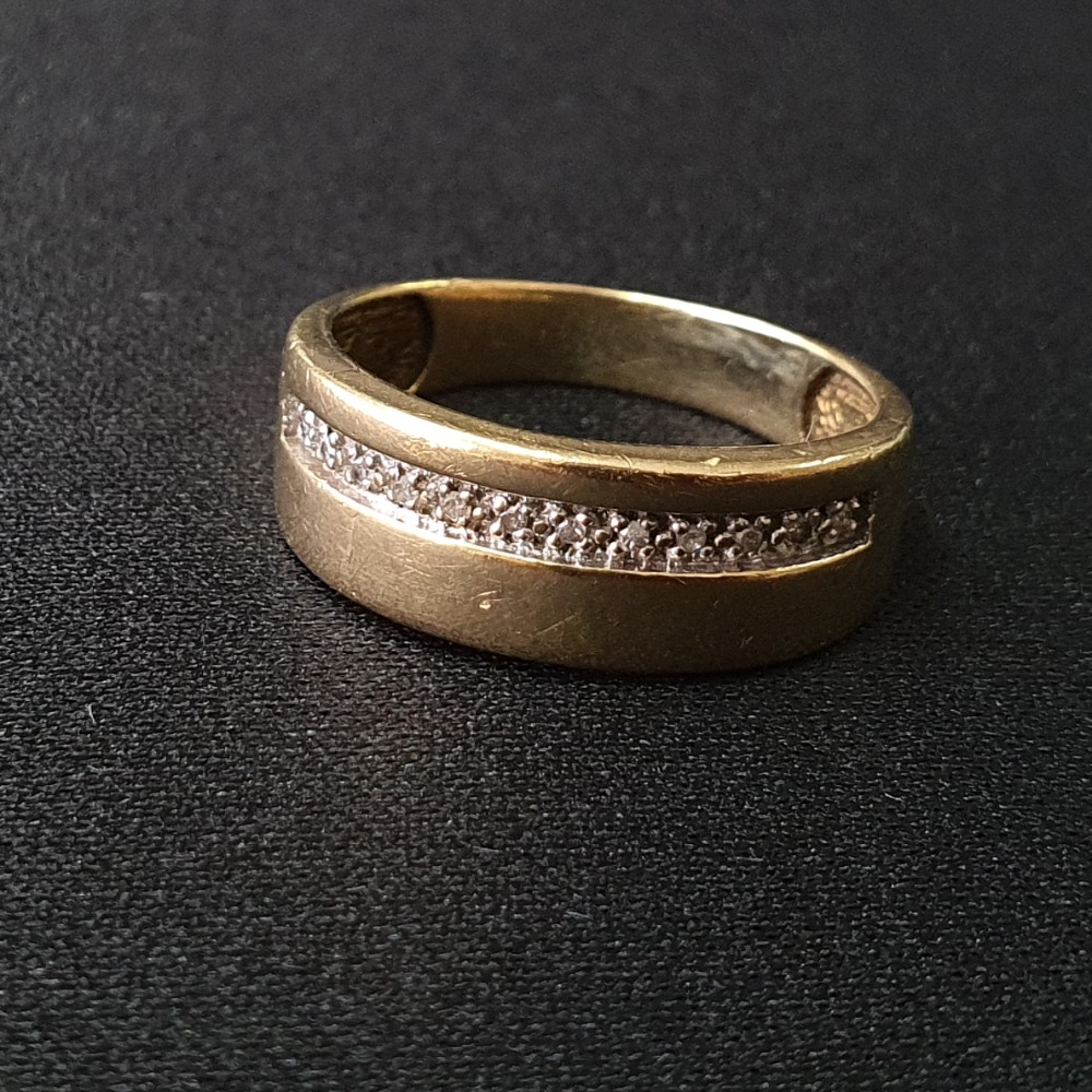 Product photo for 9ct Yellow Gold Band Ring with Diamonds Size R