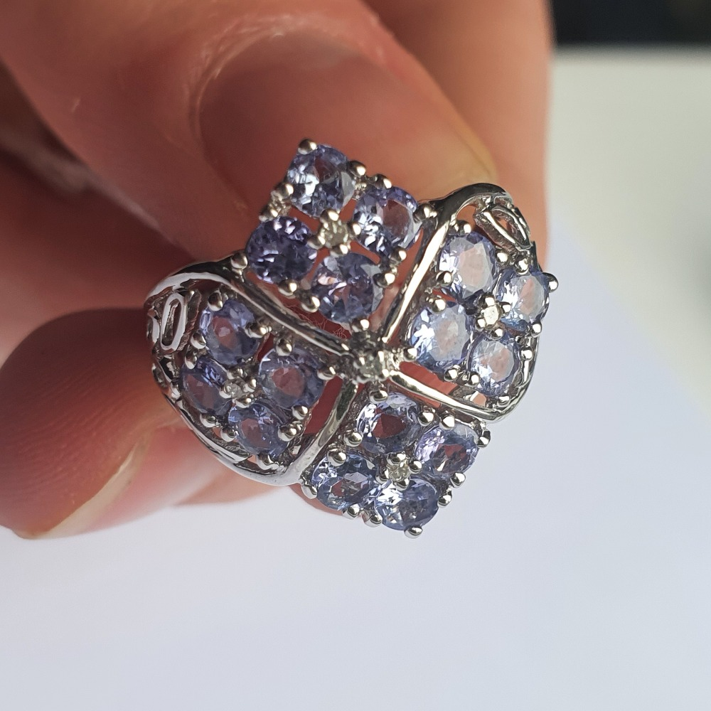 Product photo for 9ct WG 4x4 Tanzanite - Size J