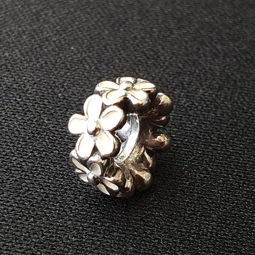Product photo for Pandora White Flower small spacer charm