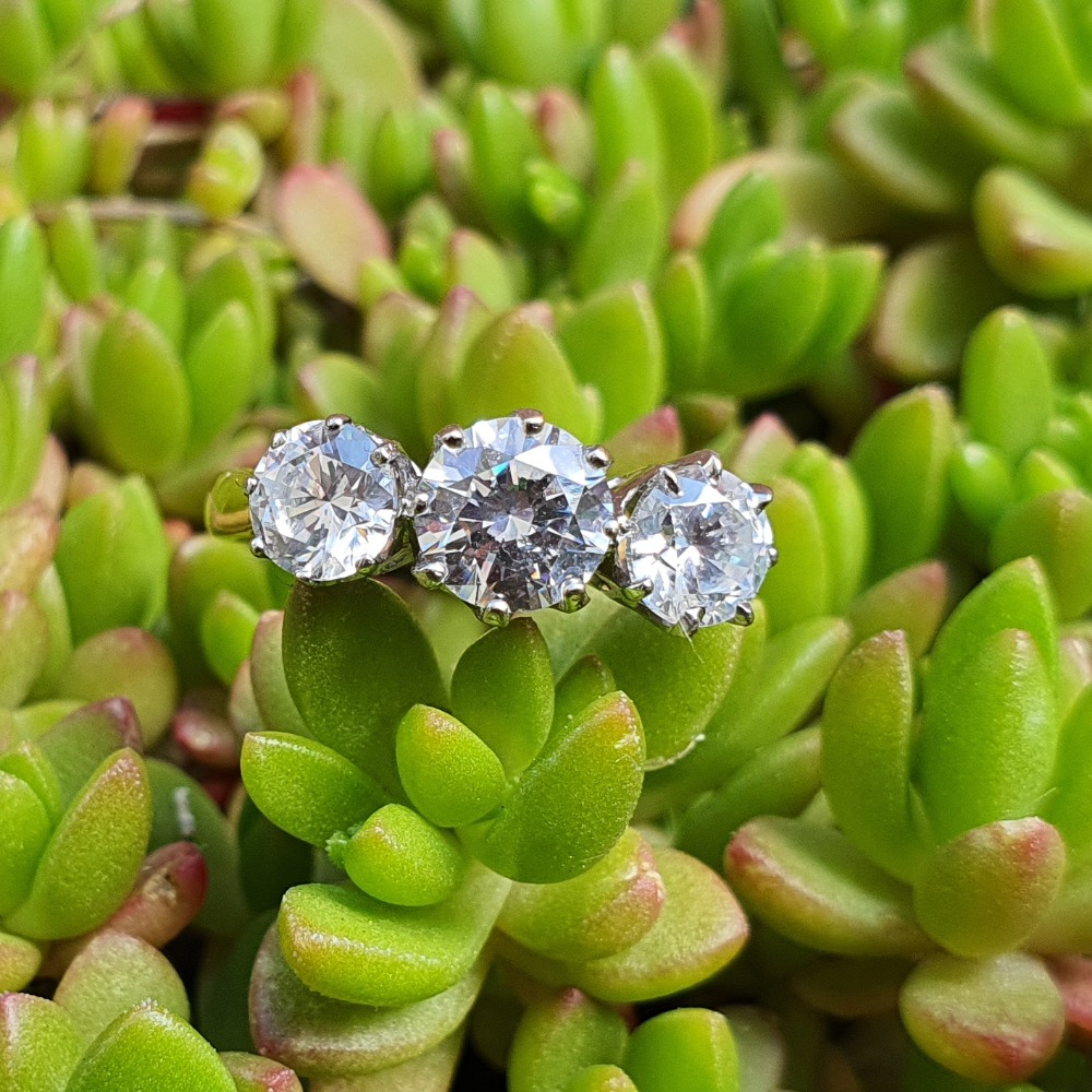 Product photo for 14ct Yellow Gold 3 Big CZ Trilogy Ring DQCZ Size L