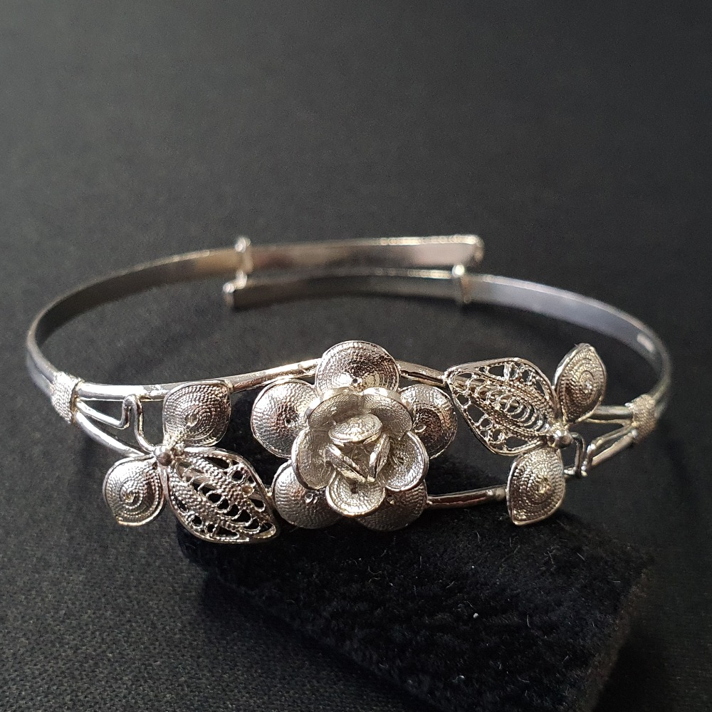 Product photo for 9.71g Vintage Silver Flowers Bangle Fully Hallmark