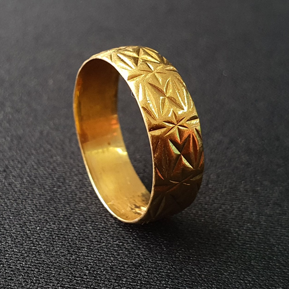 Product photo for 4.07g 22ct Yellow Gold Vintage Wedding Band Star X Pattern Size O1/2