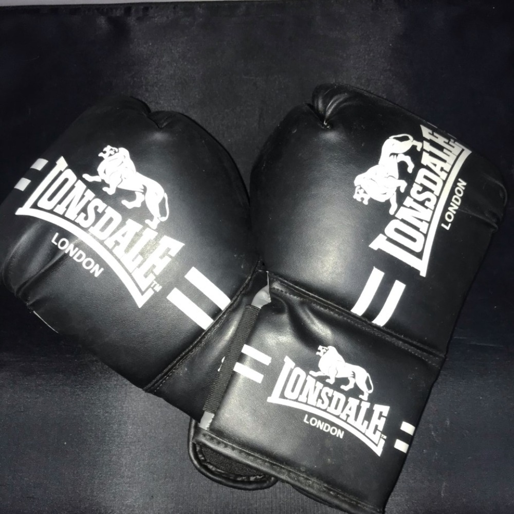 Product photo for Lonsdale Black Lonsdale london set of gloves