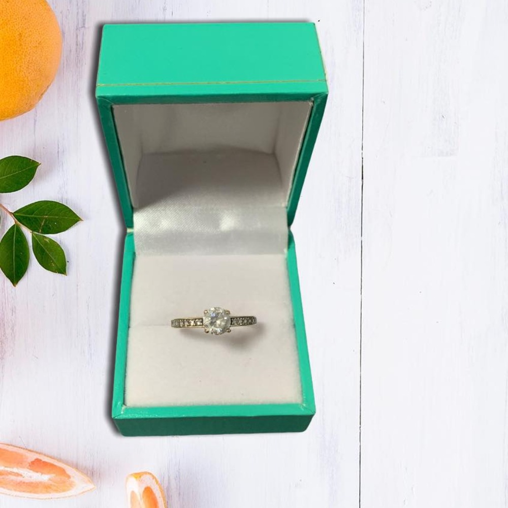 Product photo for 9ct Yellow Gold Cz Ring (Size M)