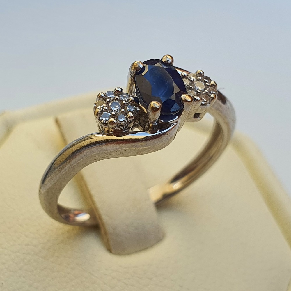 Product photo for 2.70g 9ct Whiite Gold Blue Sapphire & 2 Flowers Diamonds Cluster Trilogy Ring Size N-N1/2