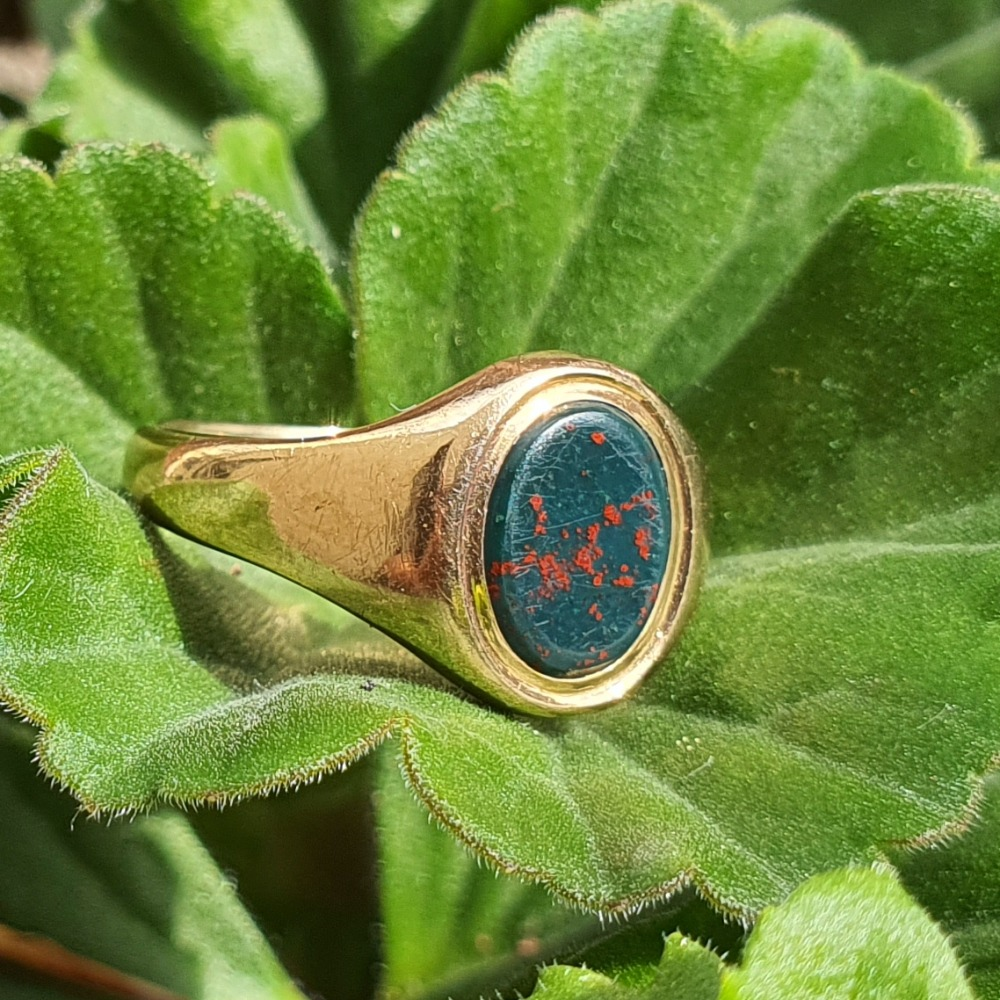Product photo for 9ct Yellow Gold  Blood Stone Signet Ring
