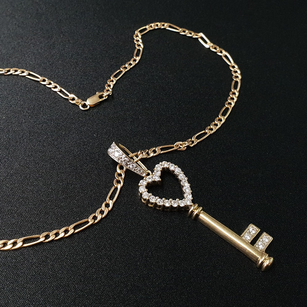 Product photo for 9ct Yellow Gold Figaro Chain&Key CZ Pendant