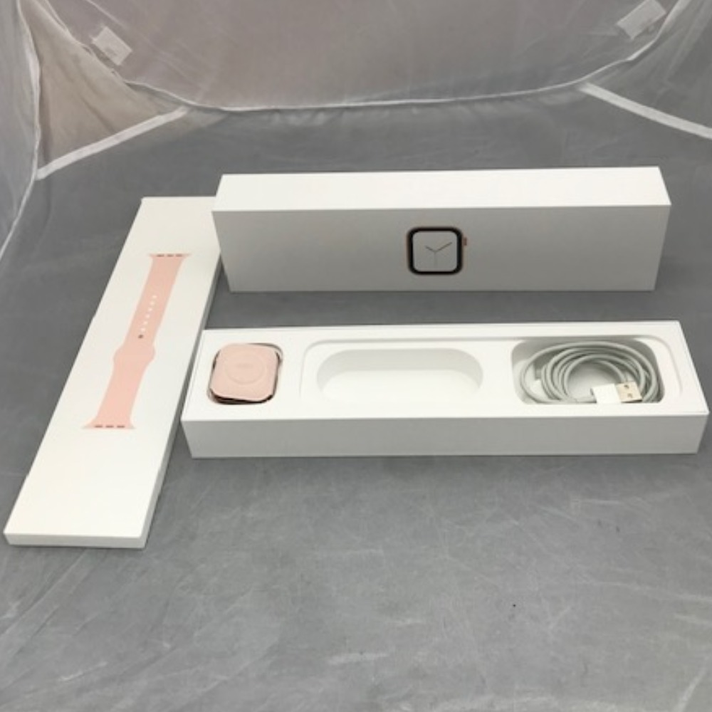 Product photo for Apple Series 4 Watch (Boxed)