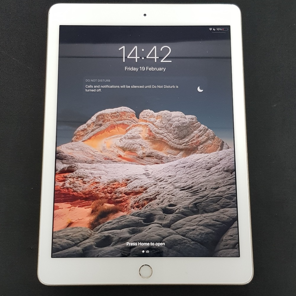 Product photo for Apple Ipad 32GB Gold (5th Gen)