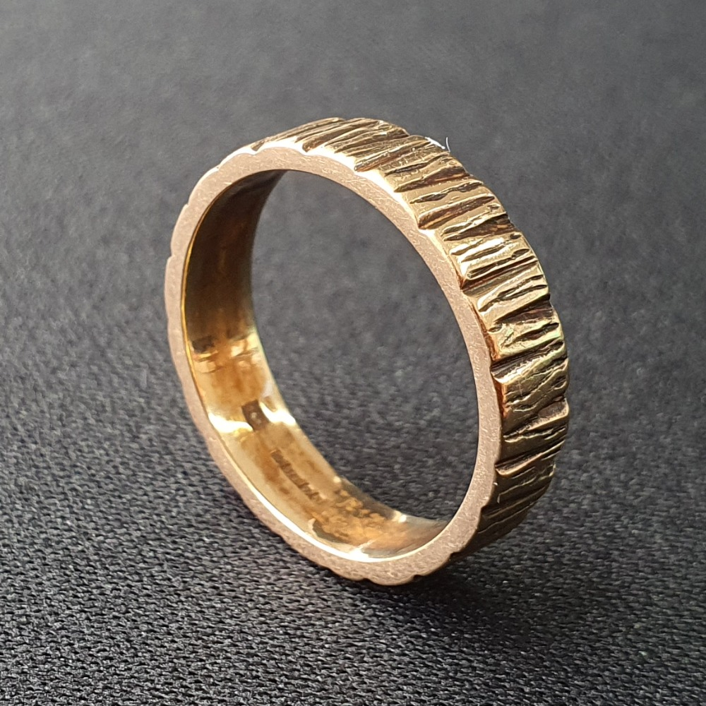 Product photo for 9ct Yellow Gold Vintage Bark Effect Wedding Band Ring Size N